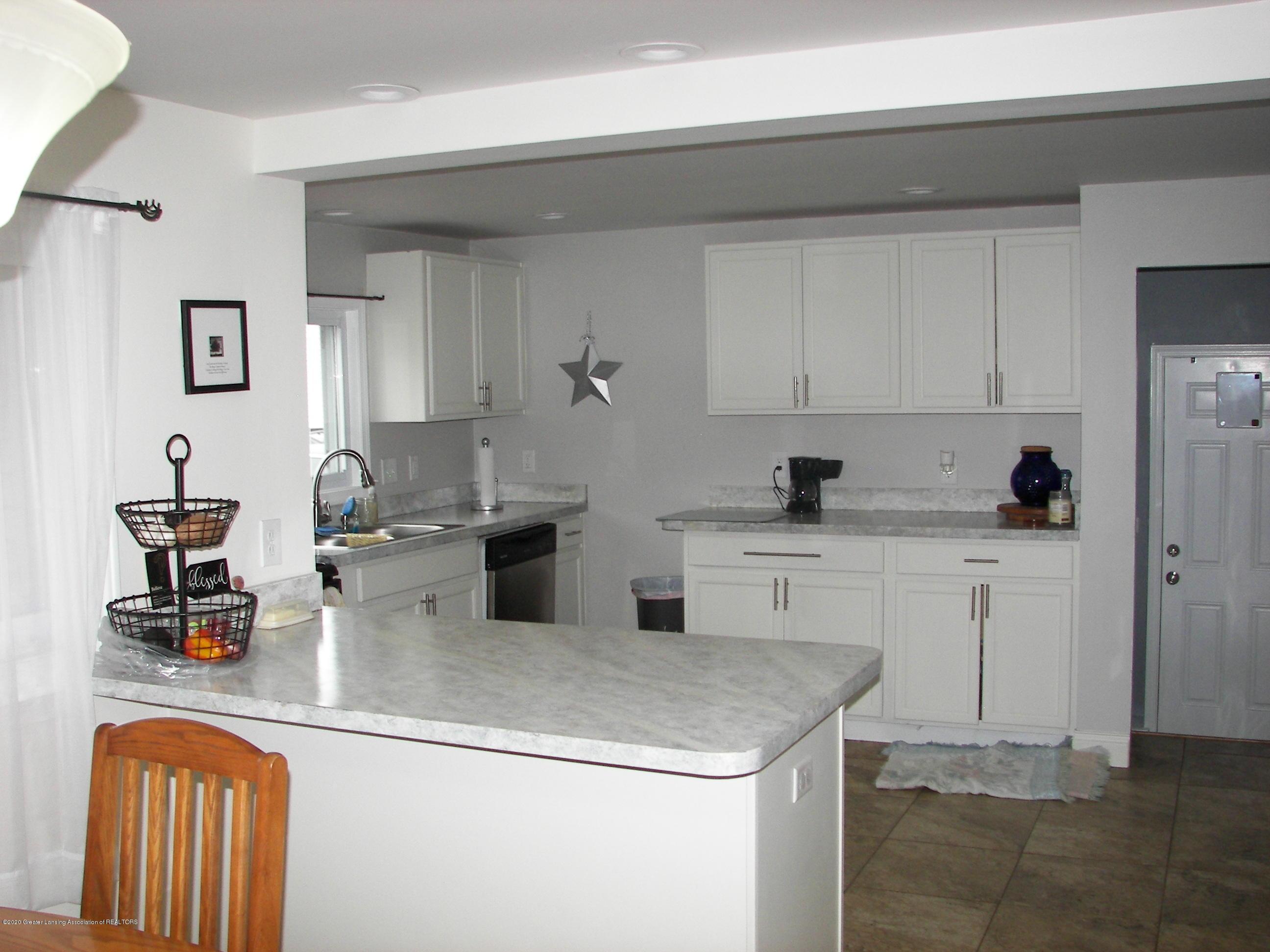 4254 Watson Ave - Kitchen - 2