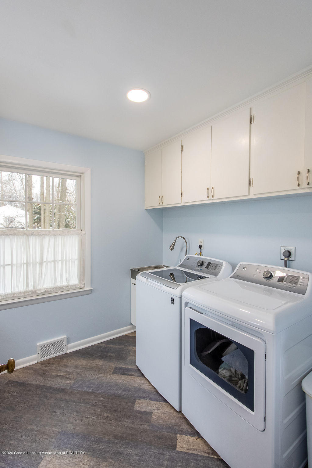 828 Tanglewood Ln - First Floor Laundry - 18