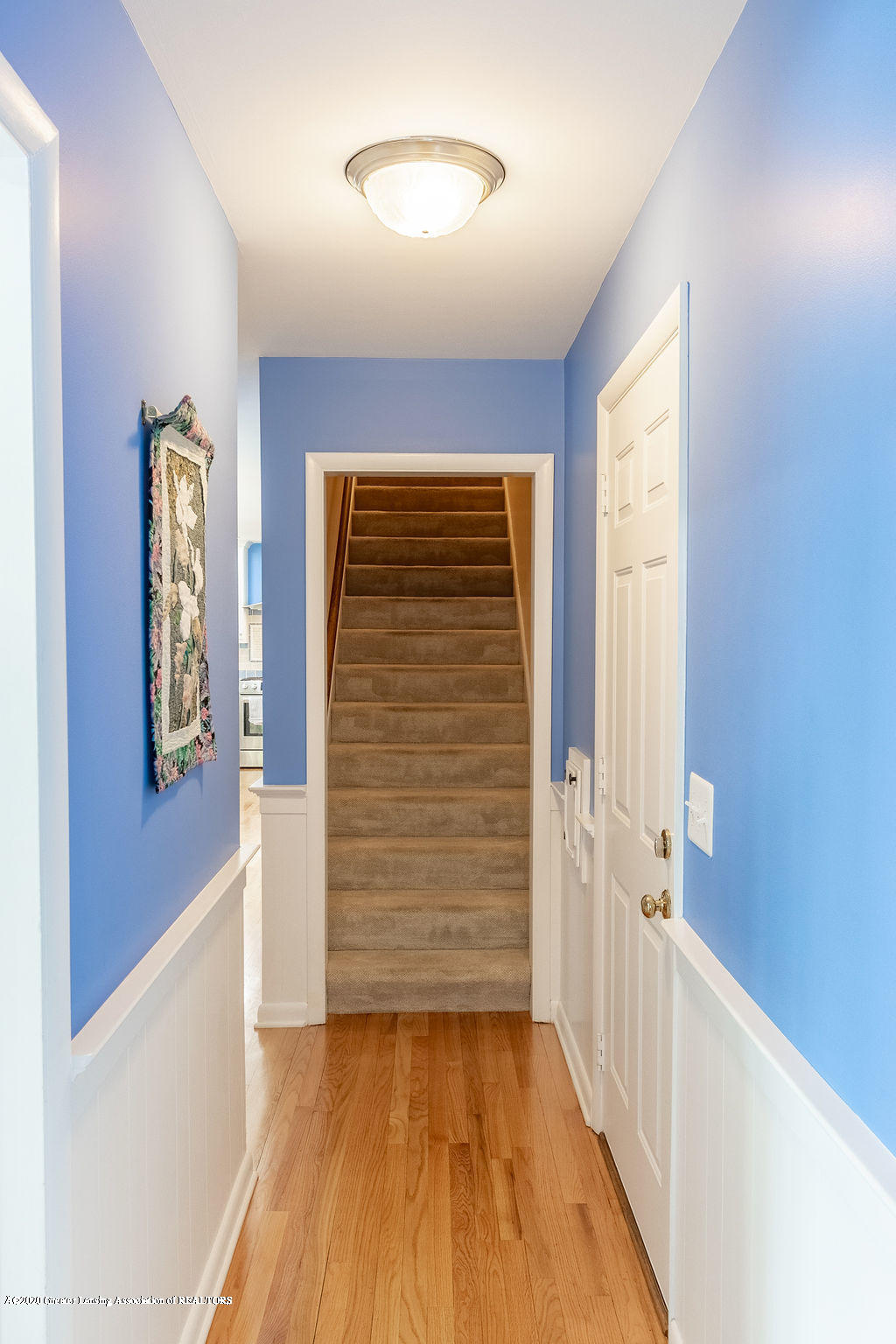 828 Tanglewood Ln - Back Stairway - 20