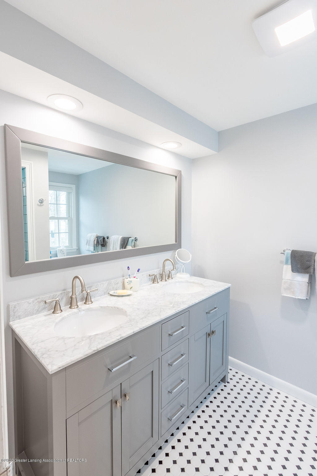 828 Tanglewood Ln - Master Bath - 24