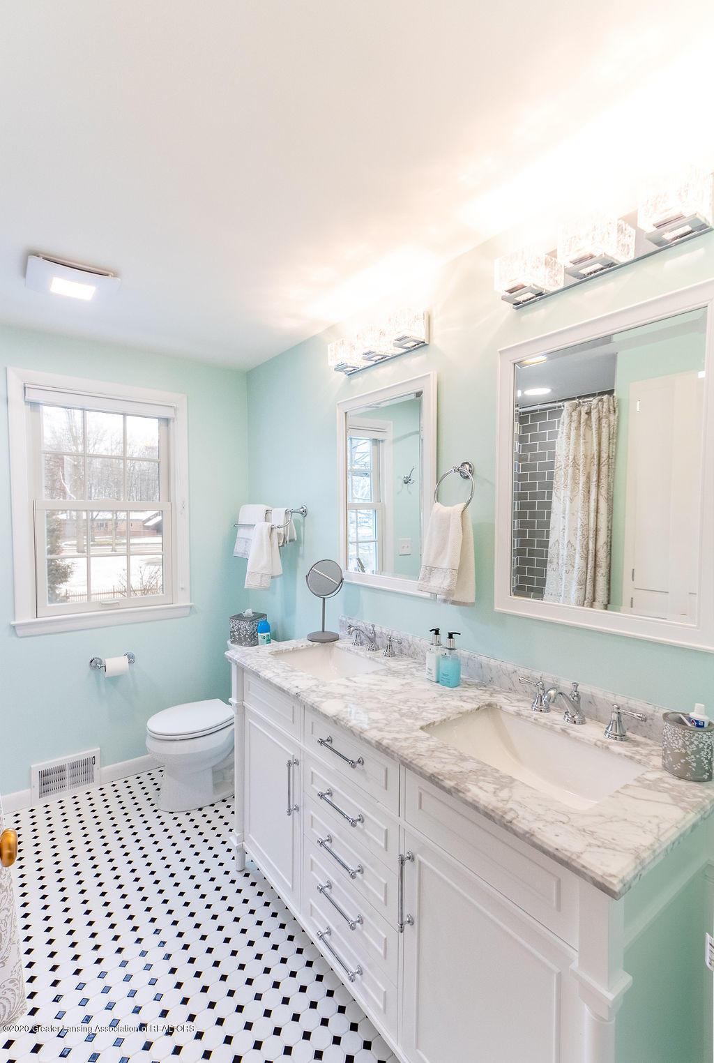 828 Tanglewood Ln - Full Bath - 35