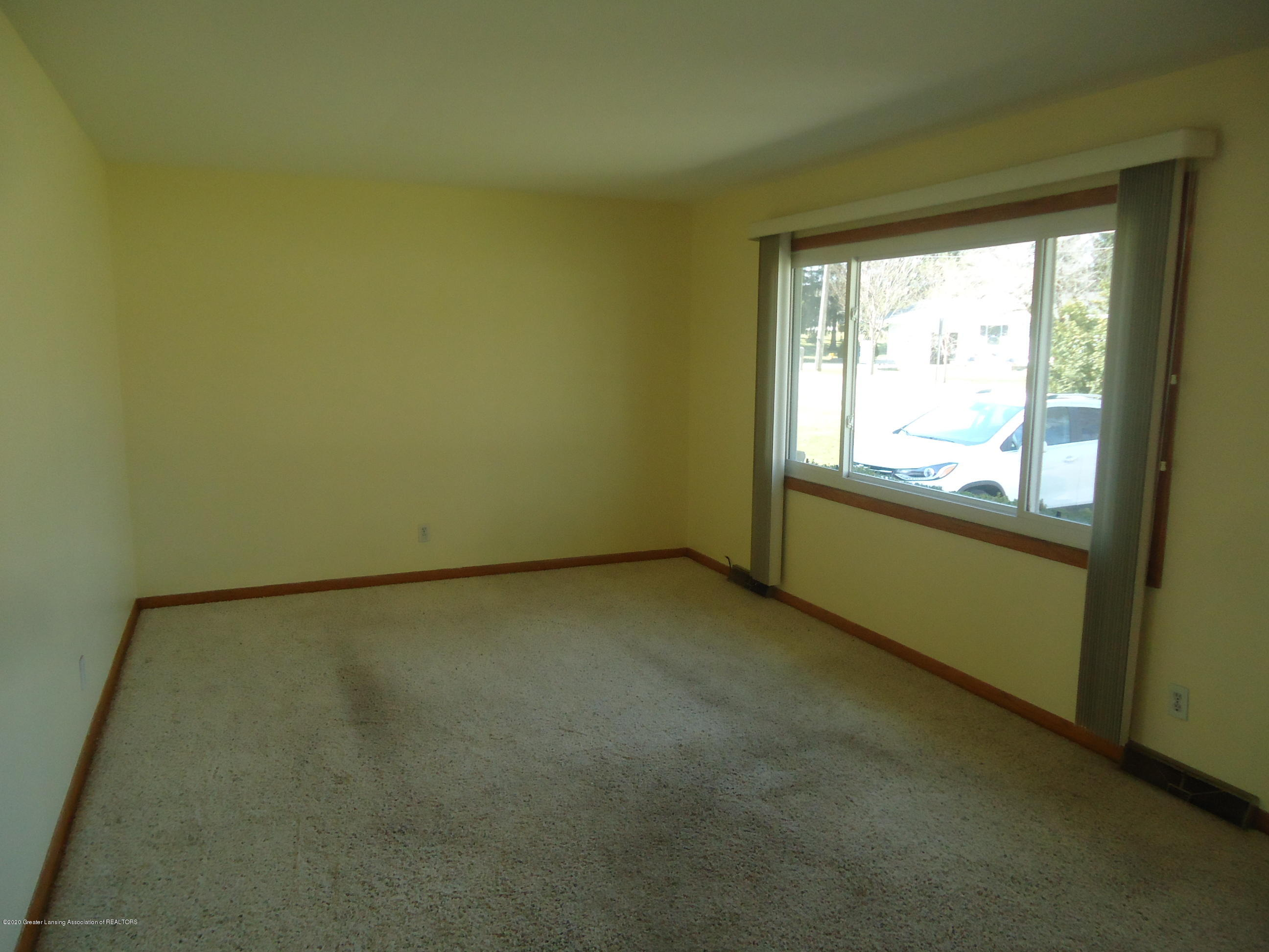 745 Cherry St - 4 living room - 4
