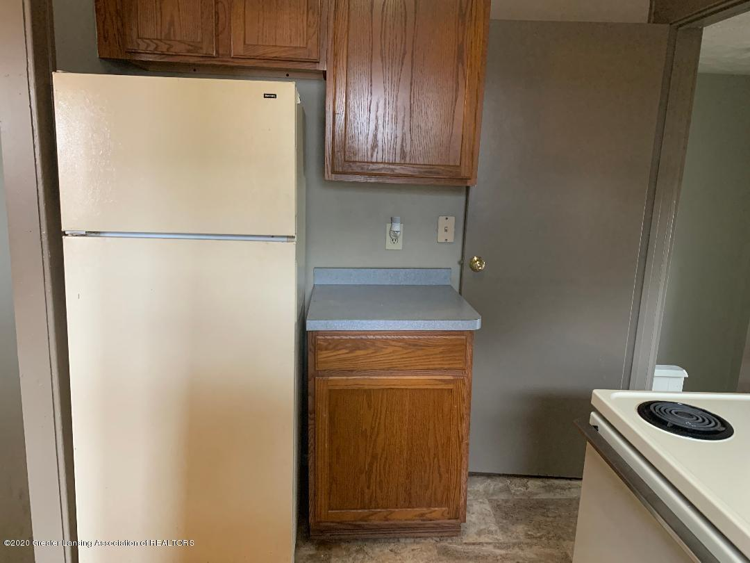 333 E Hodge Ave - kitchen - 7