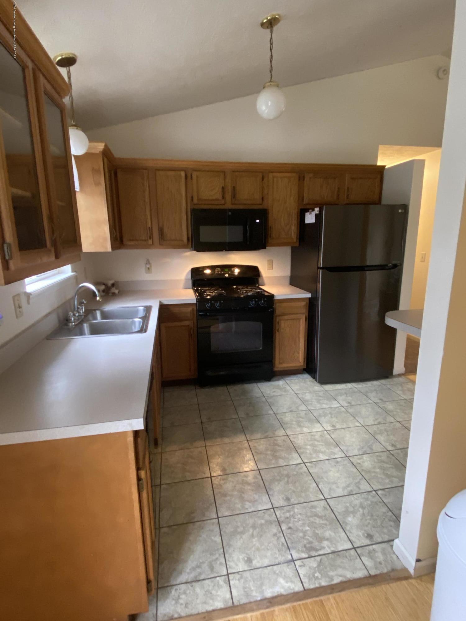 215 E Claremore Dr - Open kitchen - 6
