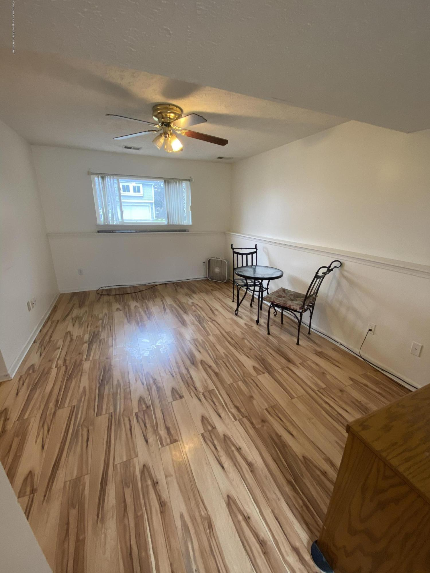 215 E Claremore Dr - Finished lower level - 13