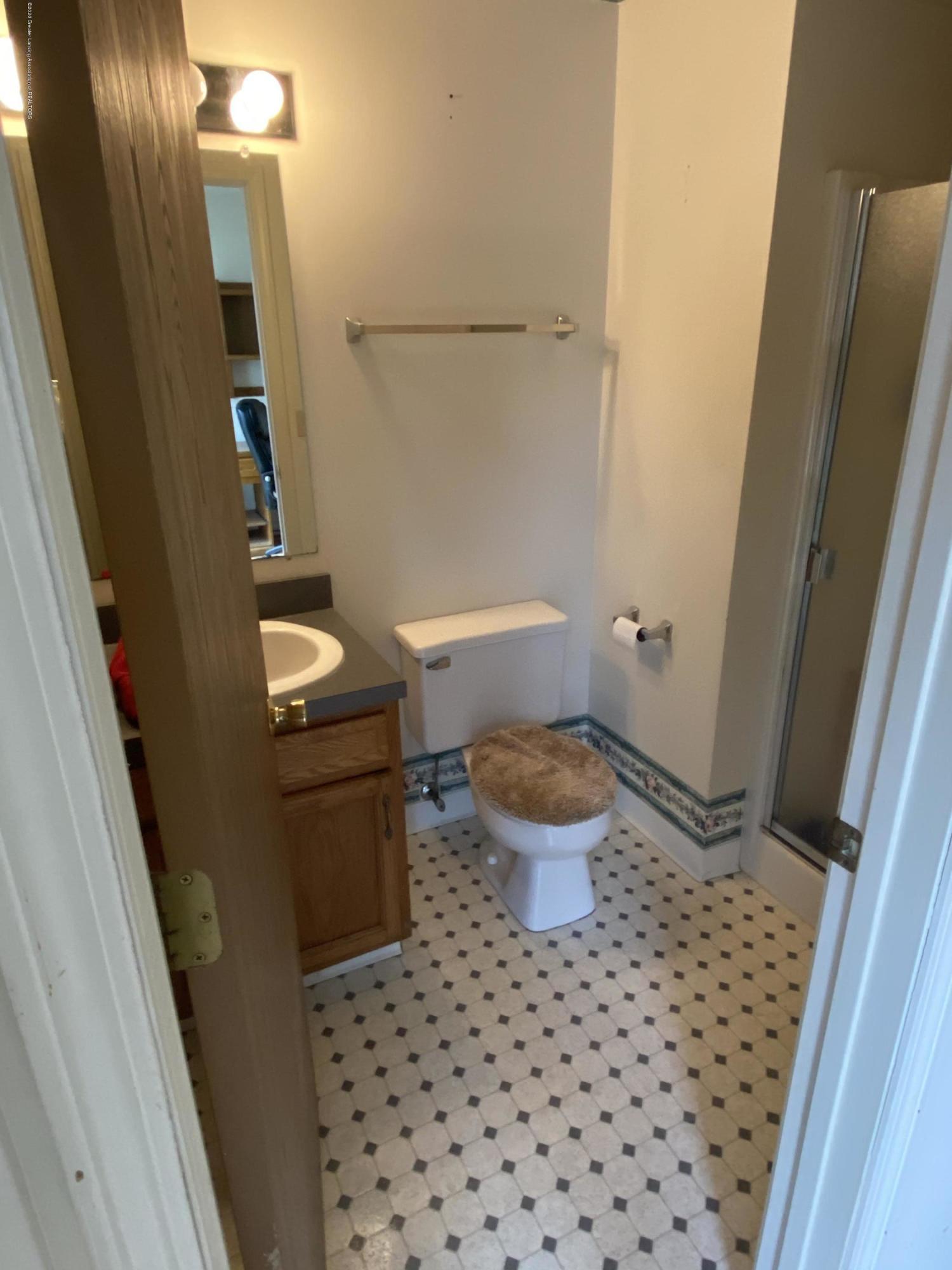 215 E Claremore Dr - Lower level full bath - 16