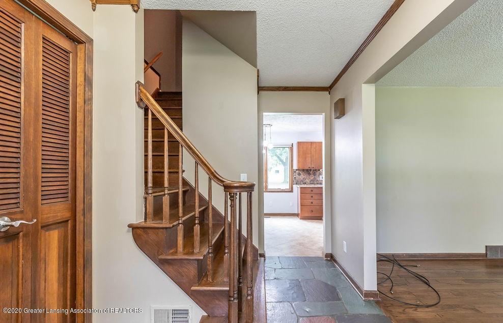 4215 Whitby Ln - Foyer - 3