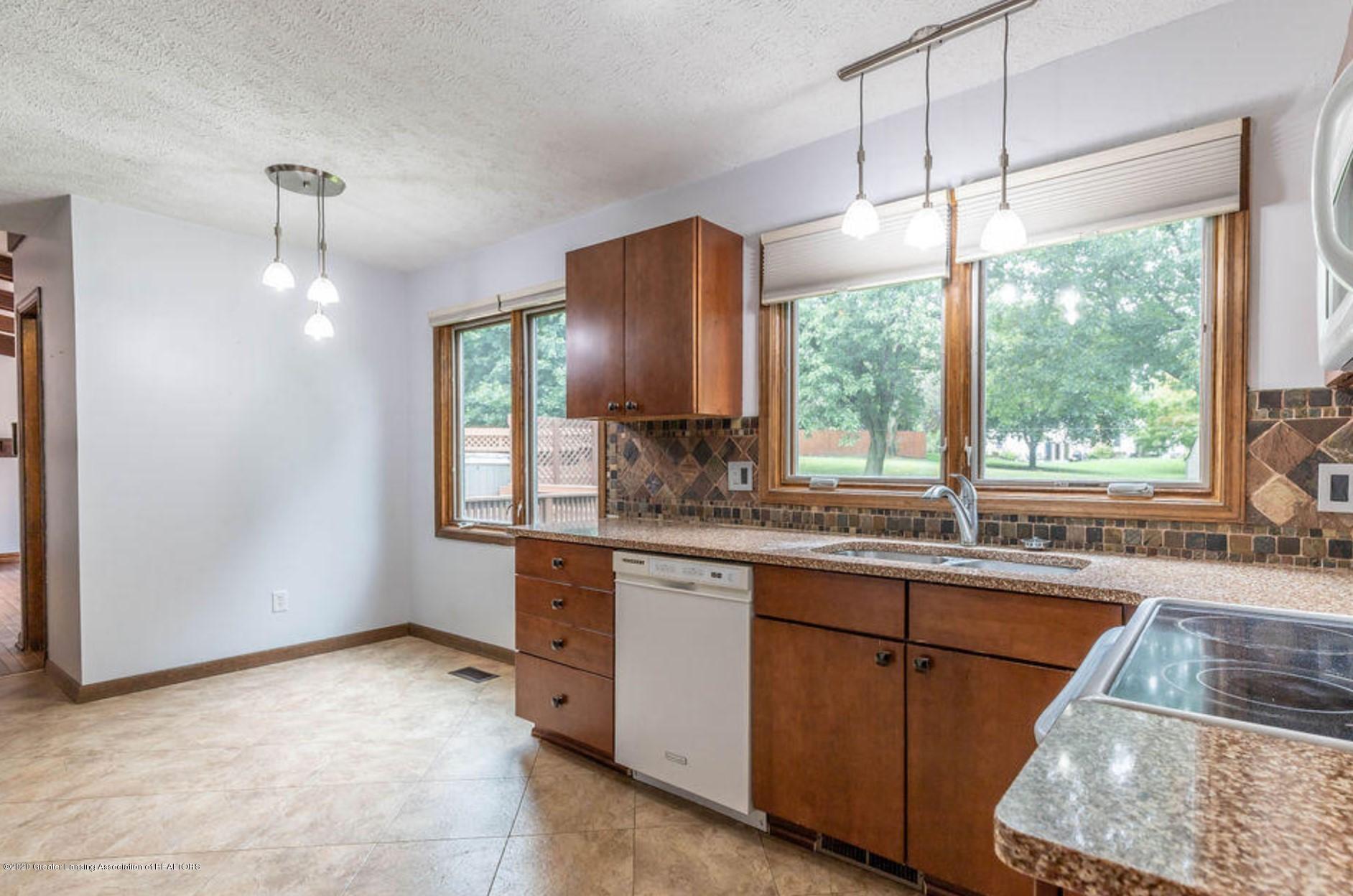 4215 Whitby Ln - Kitchen - 8