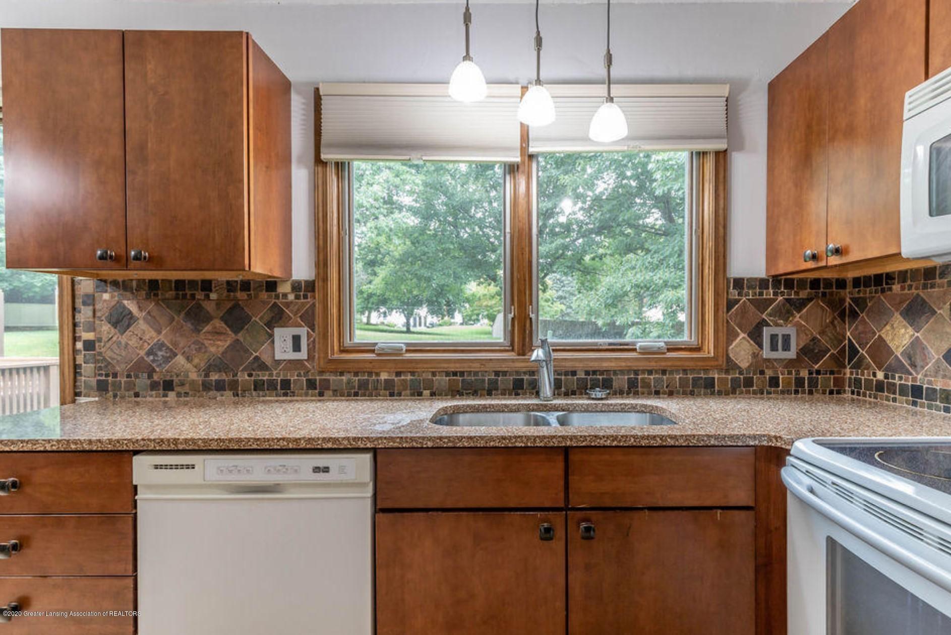 4215 Whitby Ln - Kitchen - 9