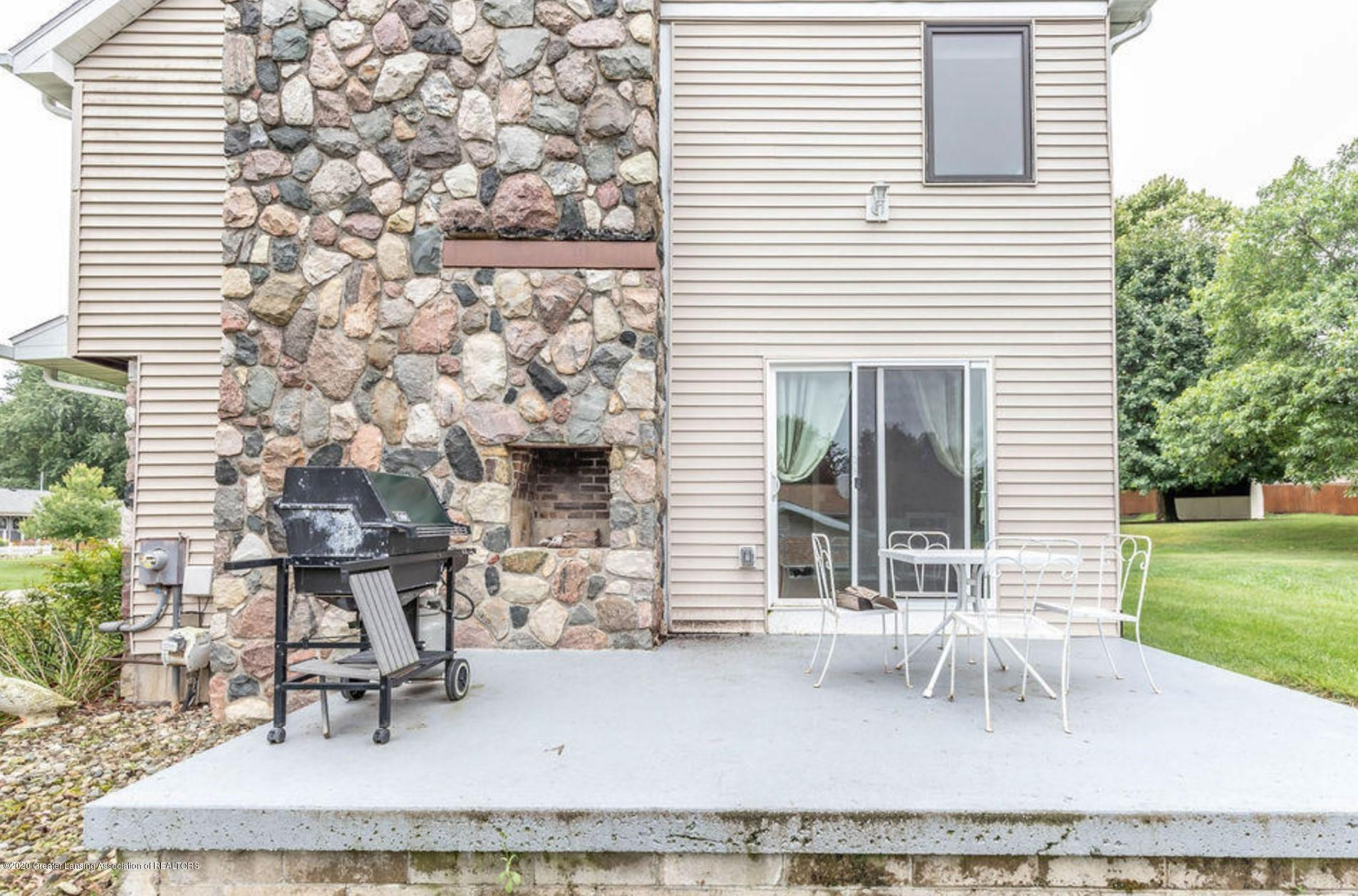 4215 Whitby Ln - Side Patio - 28