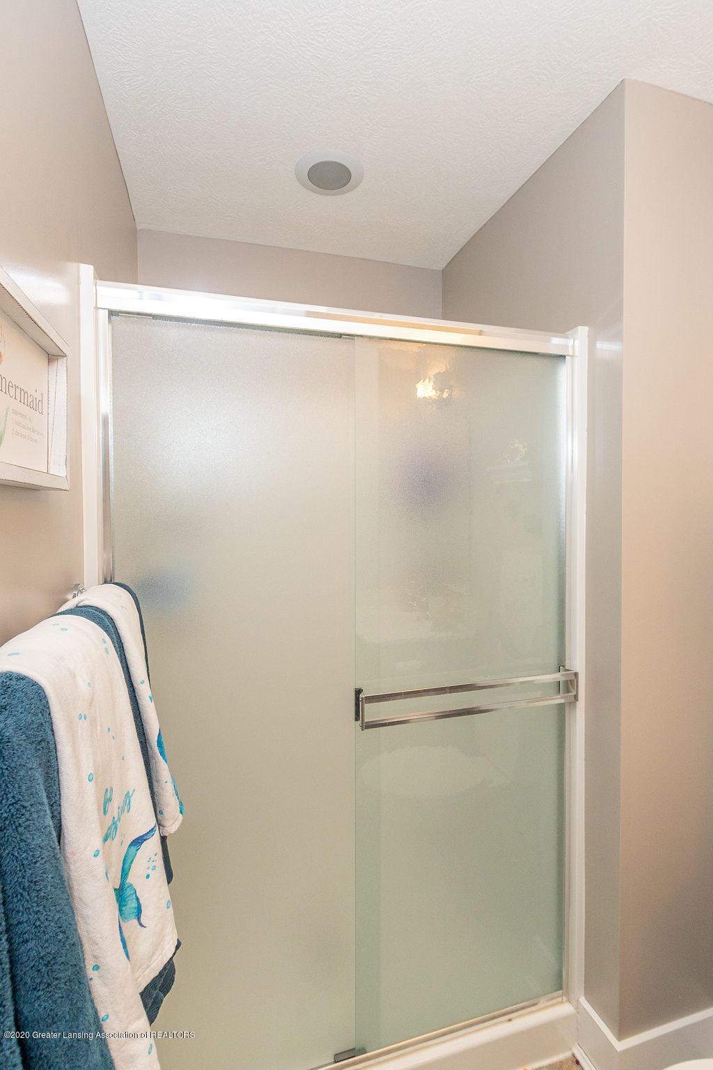 4145 Benca Cir - Second Floor Bath - 34
