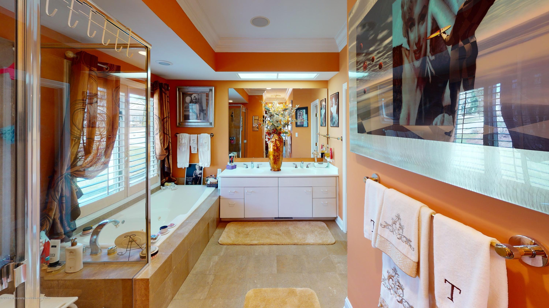 6105 W Longview Dr - 6105-West-Longview-Bathroom - 30