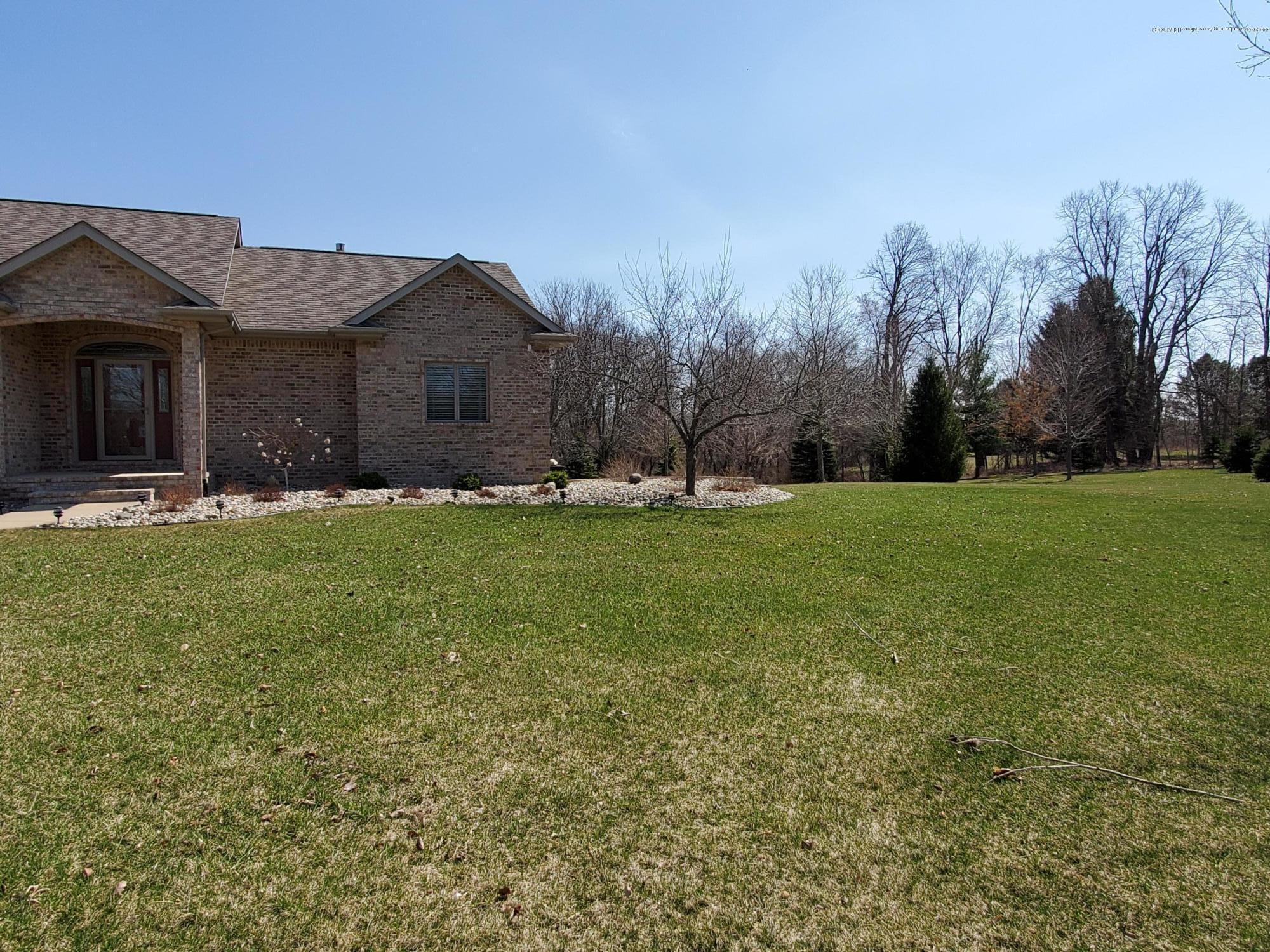 558 N Wheaton Rd - Side View - 62