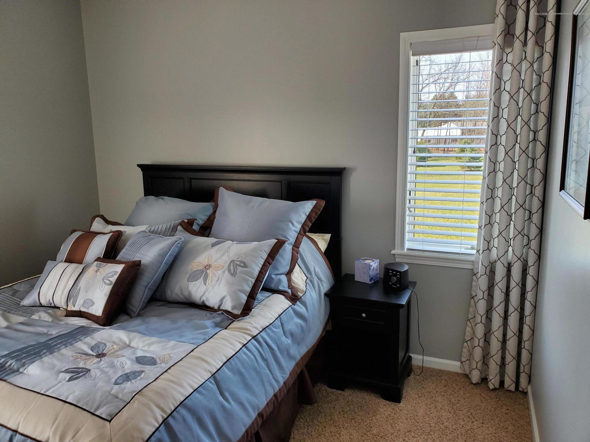 558 N Wheaton Rd - Bedroom 2 - 36
