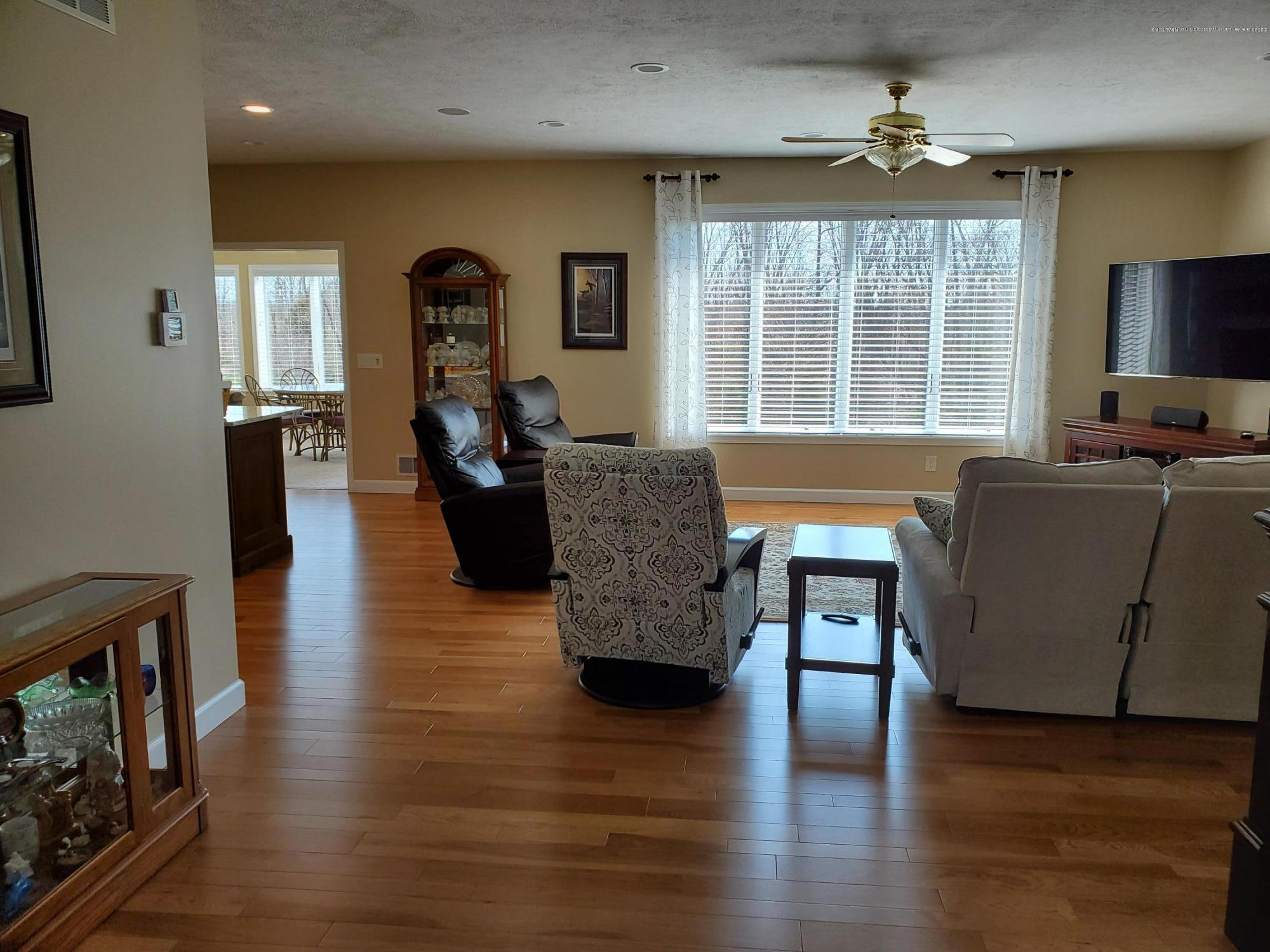 558 N Wheaton Rd - Great Room - 9
