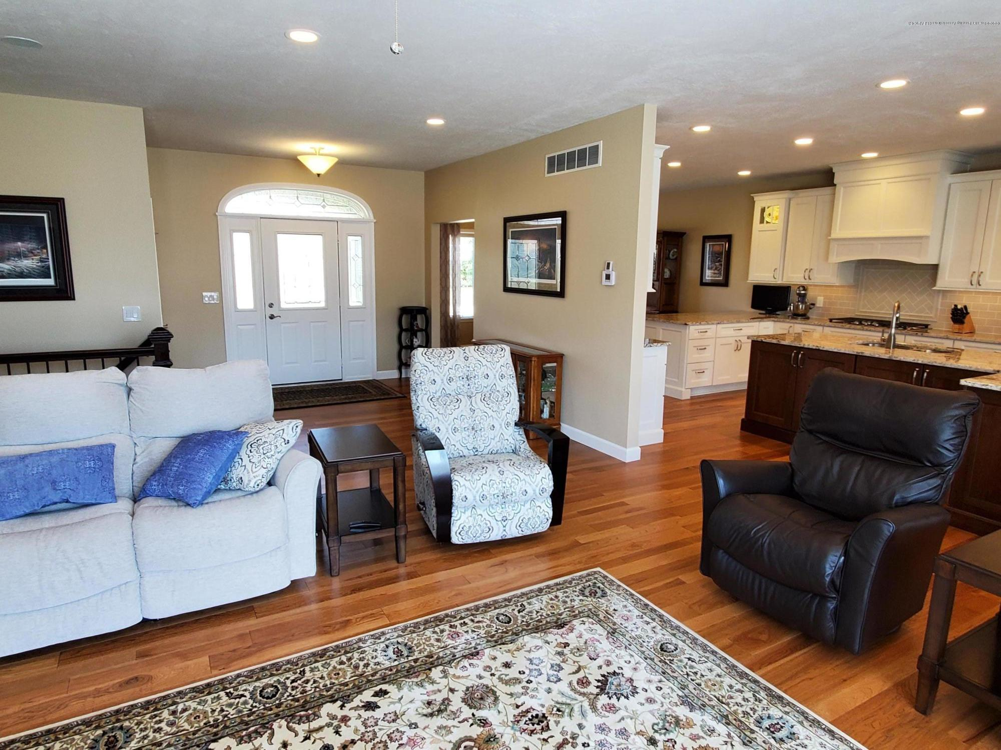 558 N Wheaton Rd - Great Room - 7
