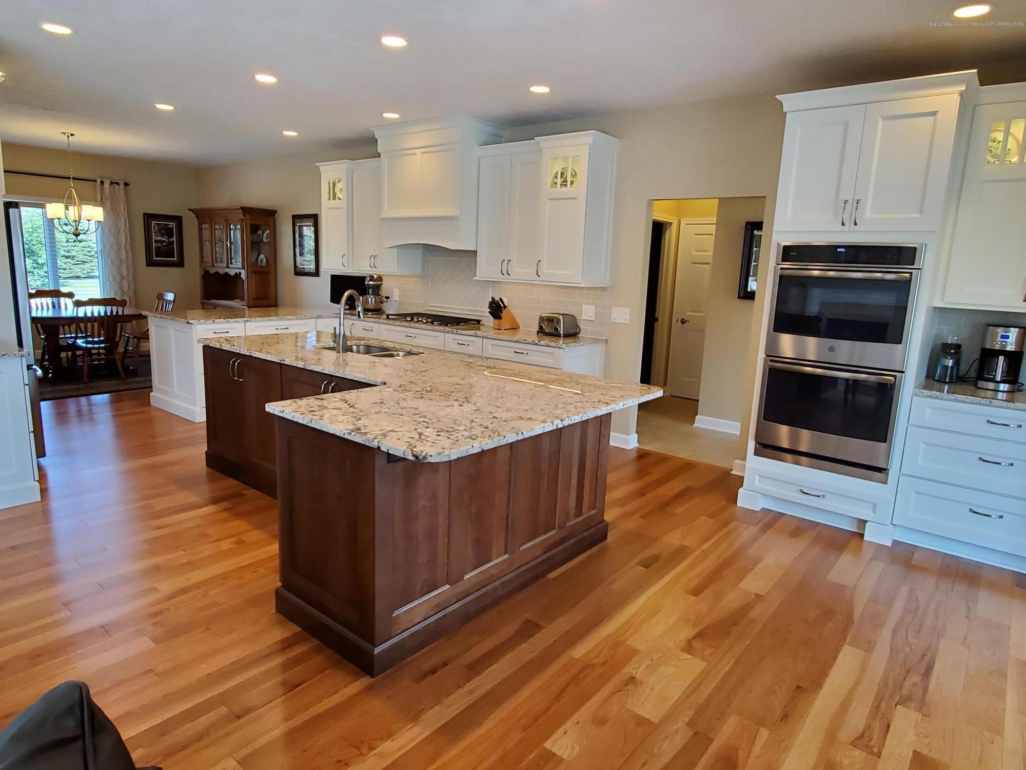 558 N Wheaton Rd - Gourmet Kitchen - 14