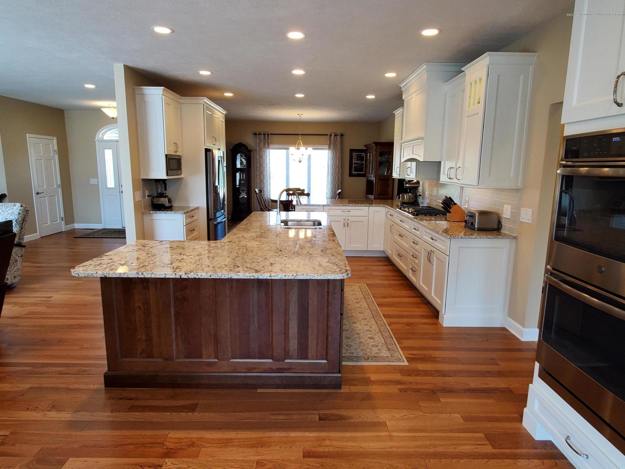 558 N Wheaton Rd - Gourmet Kitchen - 13