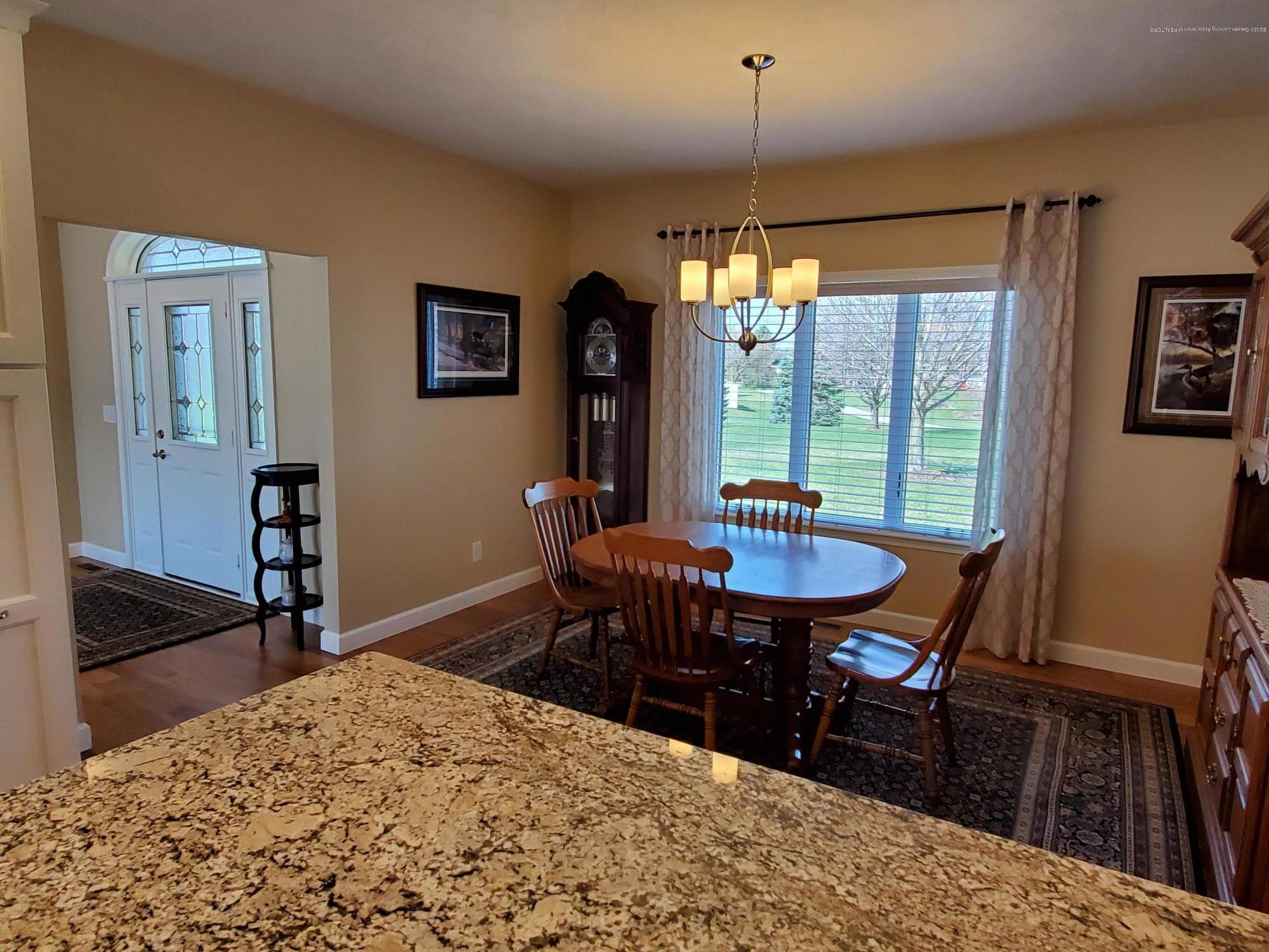 558 N Wheaton Rd - Dining Area - 15
