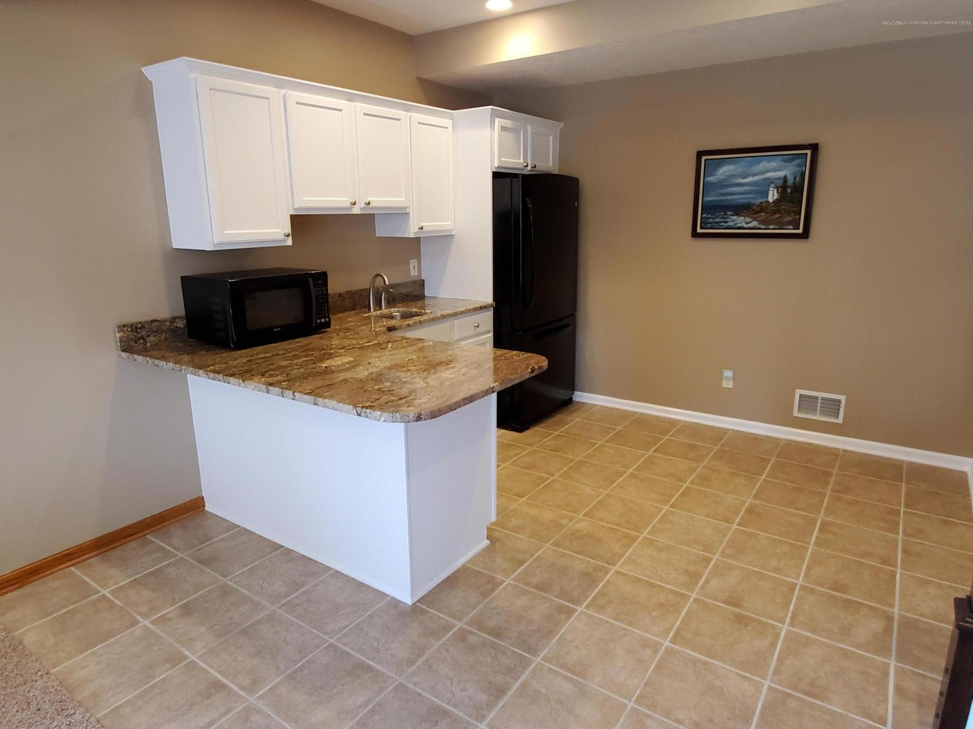 558 N Wheaton Rd - Kitchenette - 52