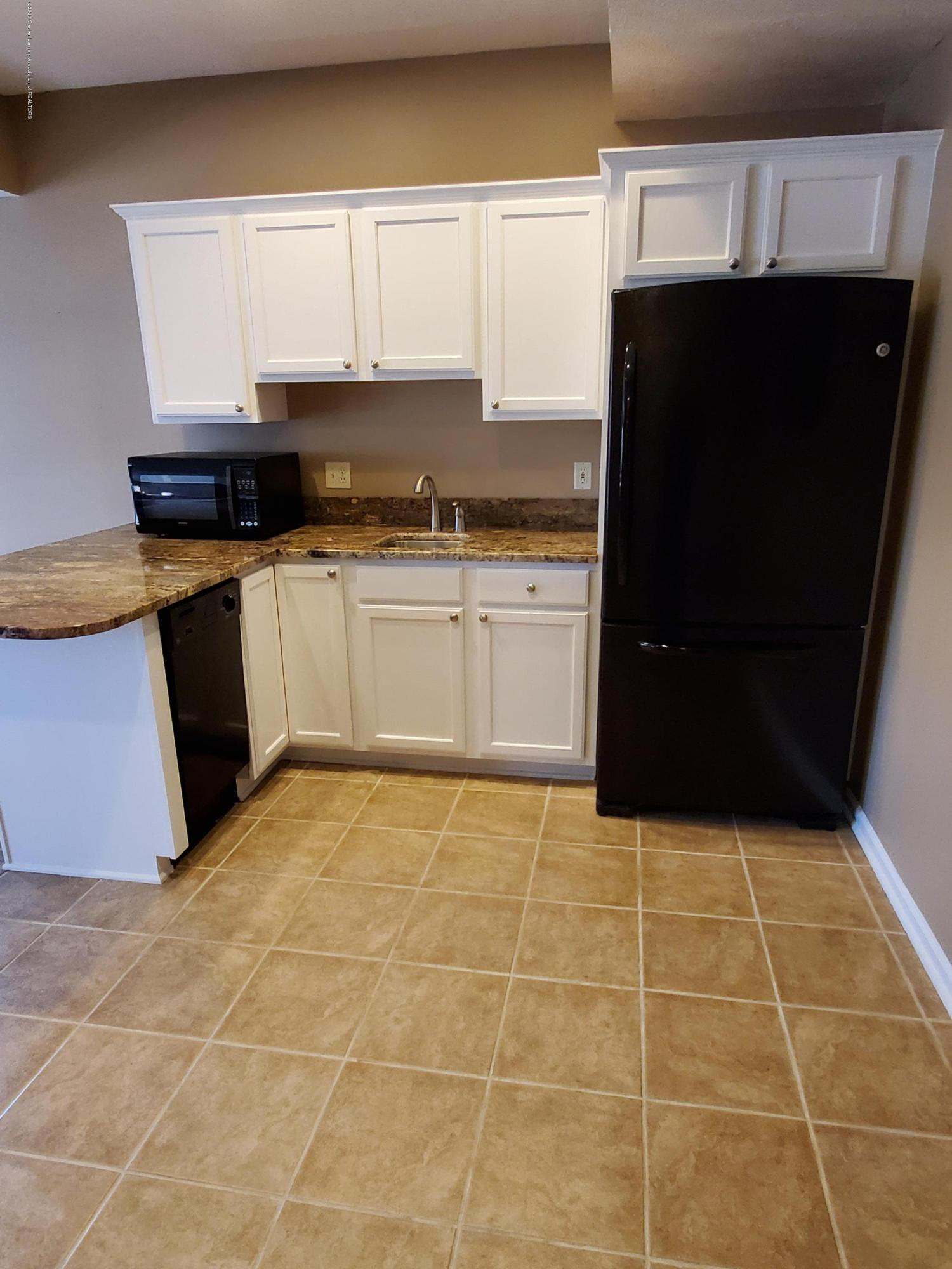 558 N Wheaton Rd - Kitchenette - 51