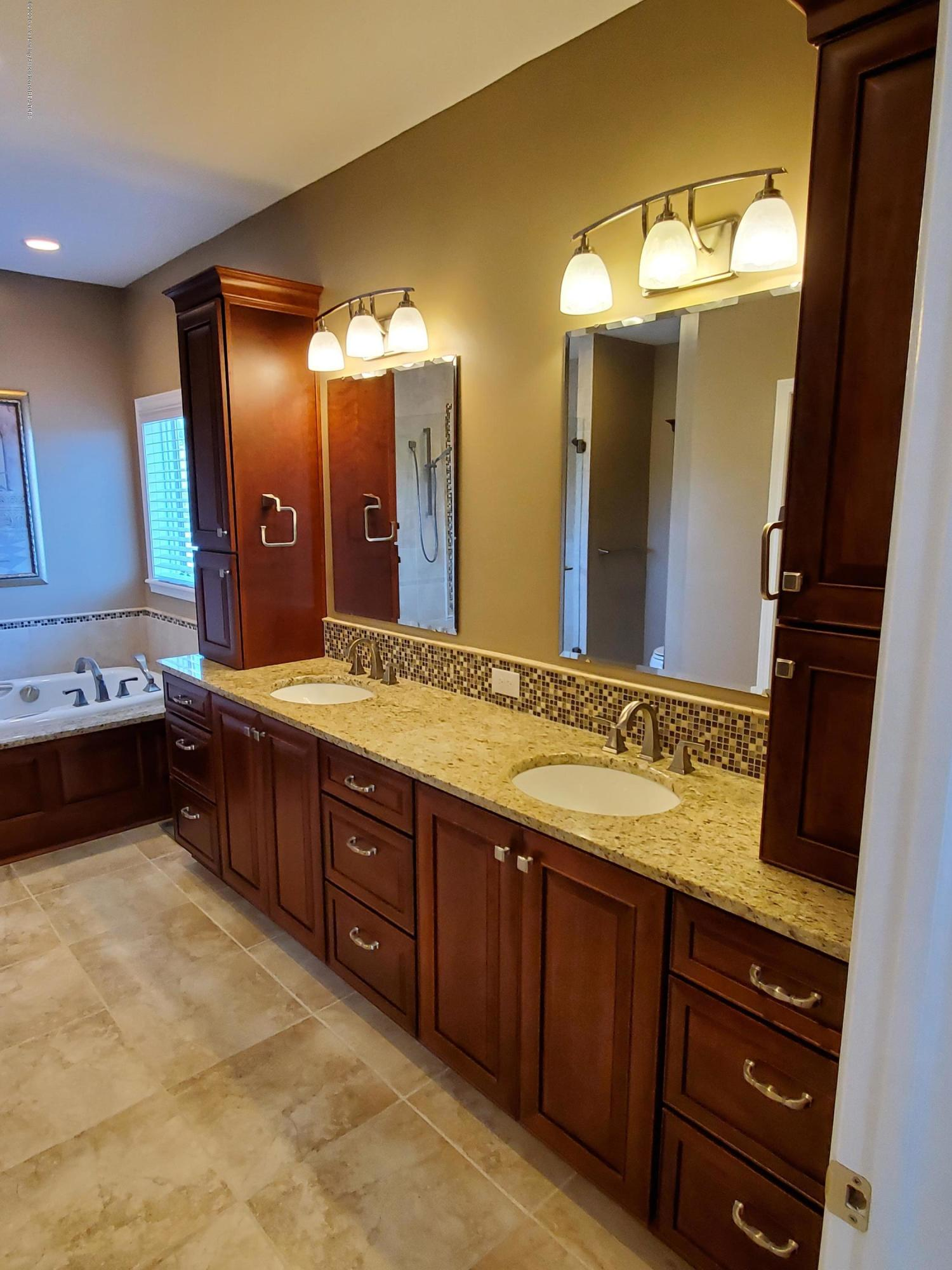 558 N Wheaton Rd - Master Bath/Spa - 29