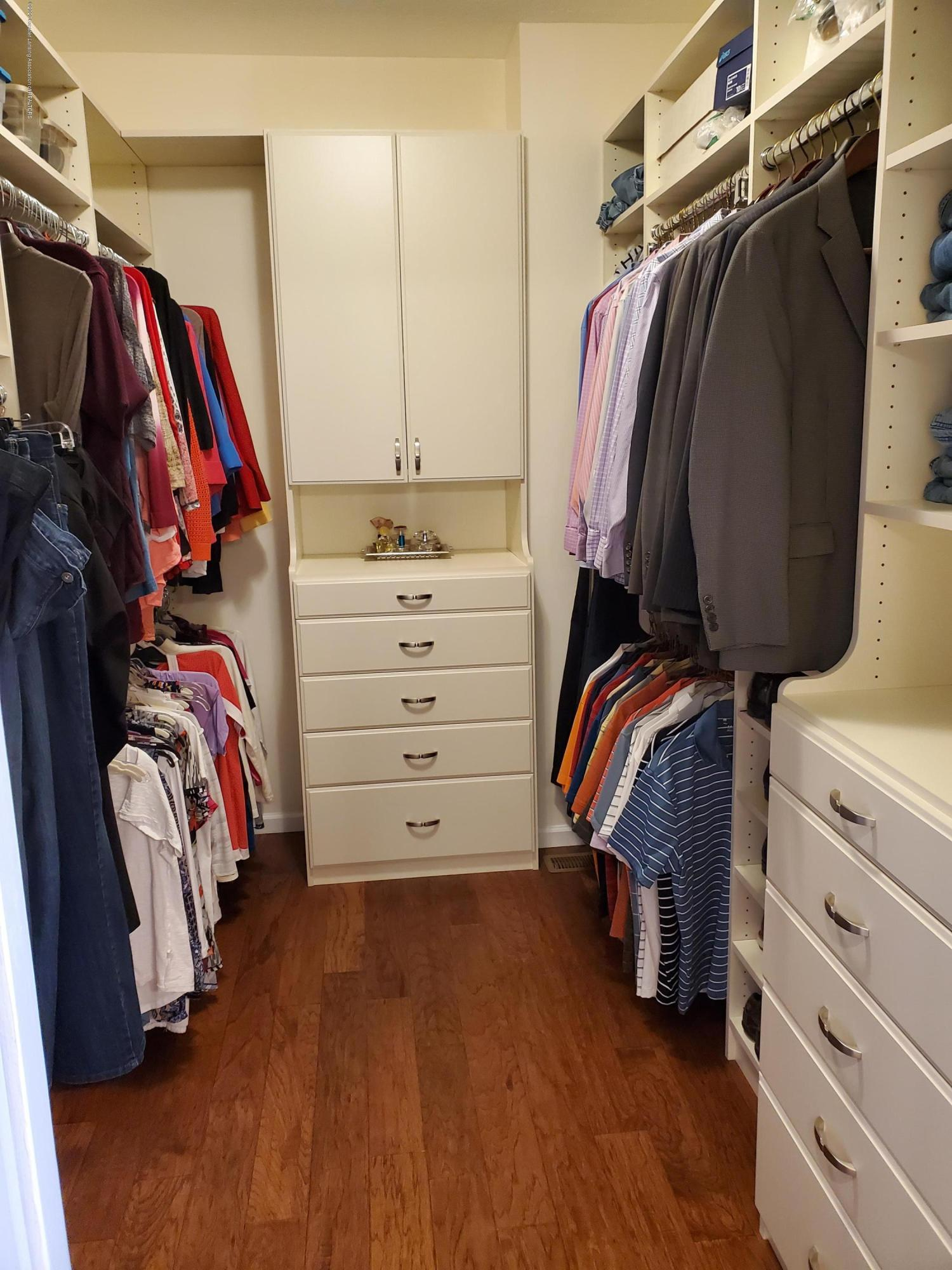 558 N Wheaton Rd - Walk In Closet - 35