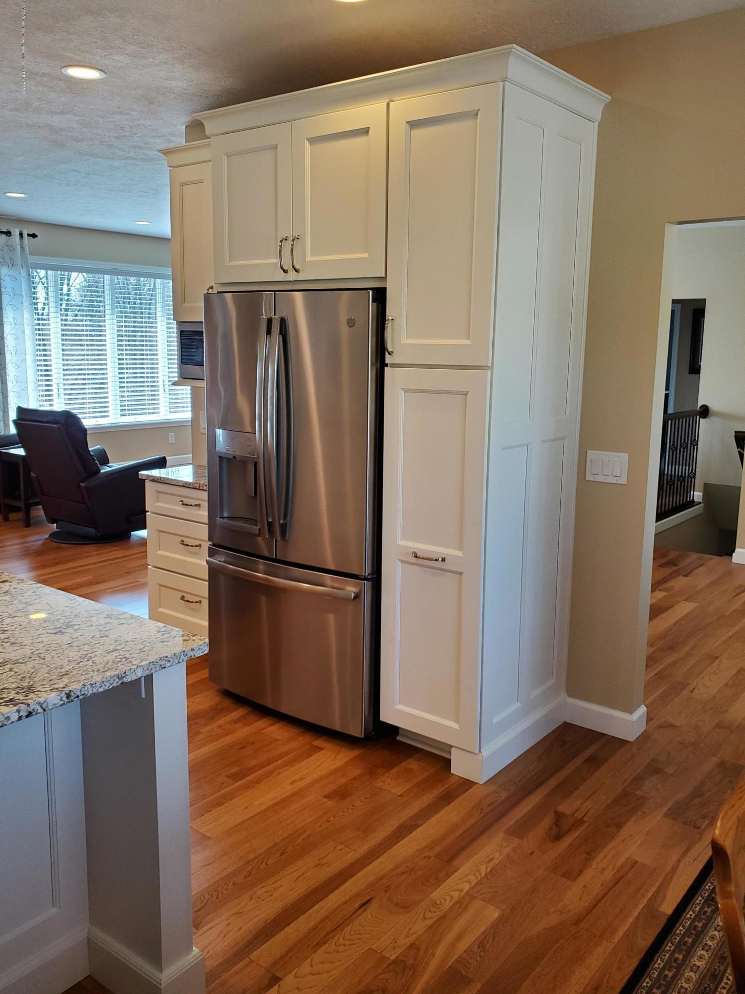 558 N Wheaton Rd - Gourmet Kitchen - 16