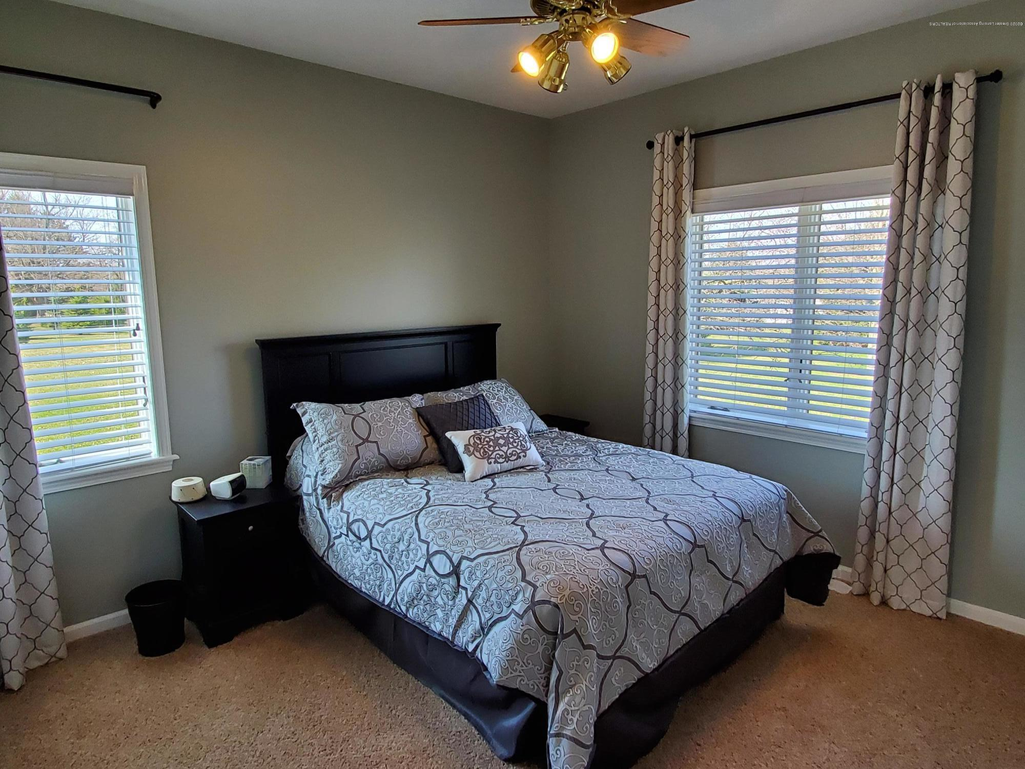 558 N Wheaton Rd - Bedroom 3 - 42