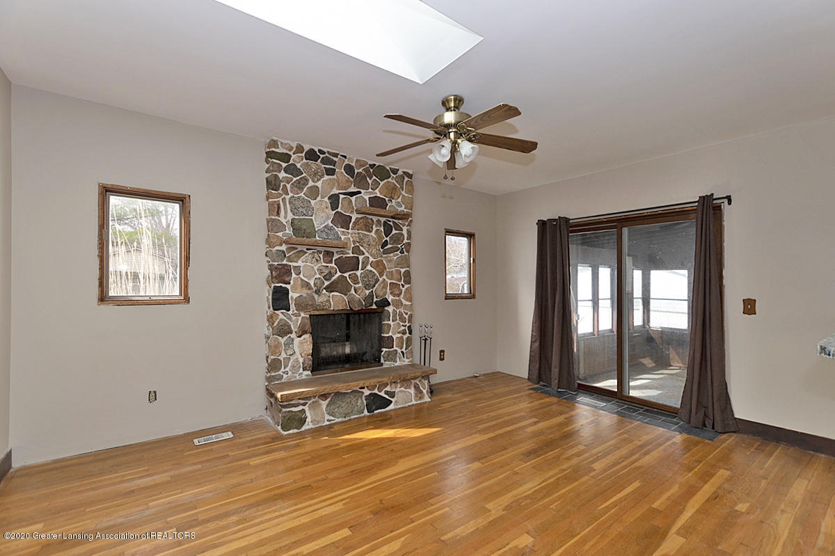 4721 Sycamore St - Family room - 4