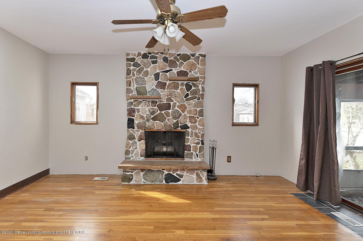 4721 Sycamore St - fireplace - 5