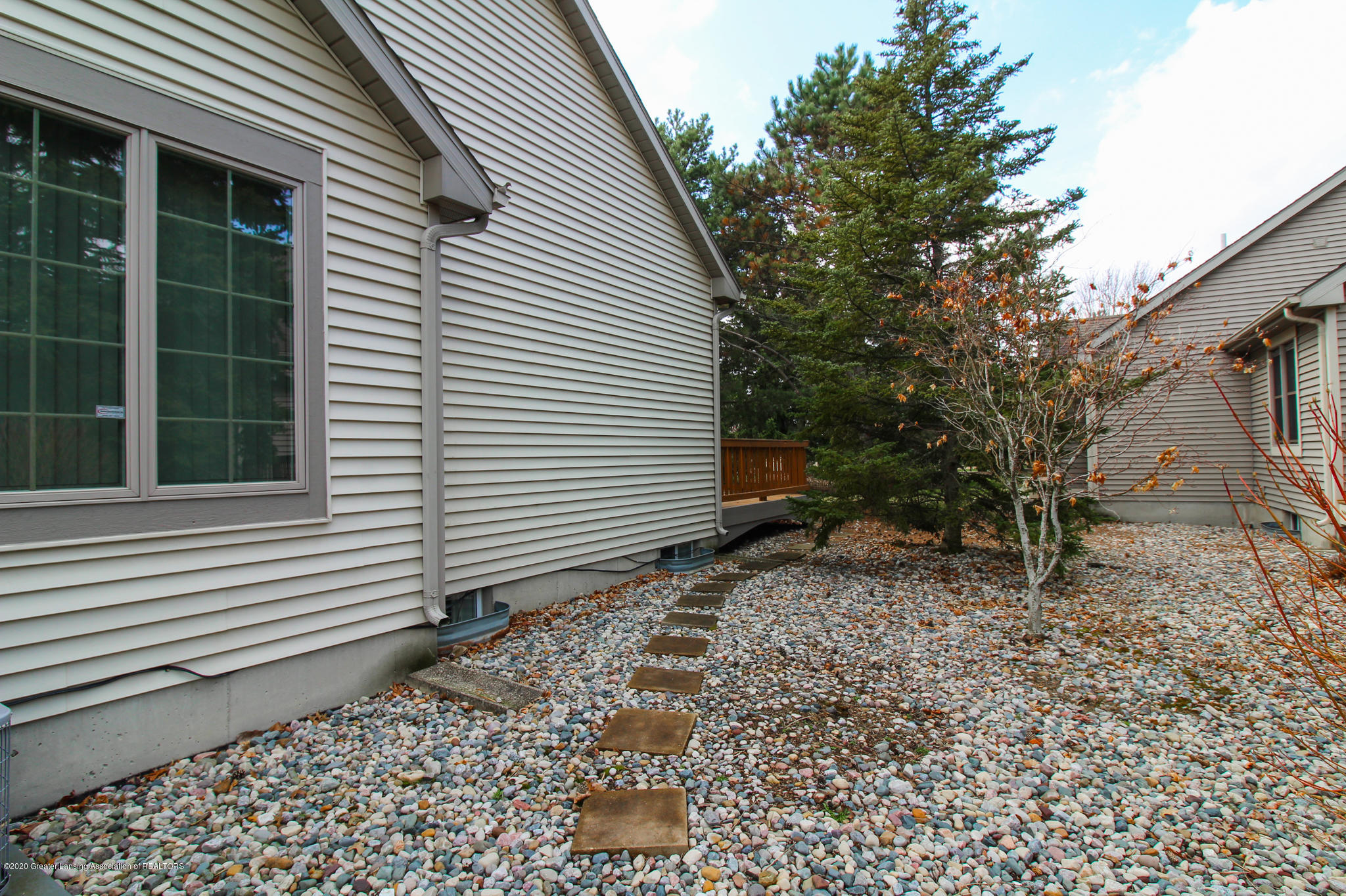 516 Cherbourg Dr - Exterior Side - 34