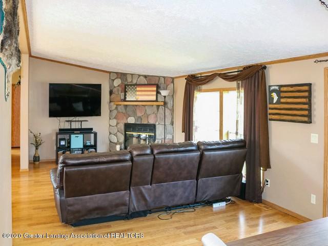 4970 Whittum Rd - Living - 8