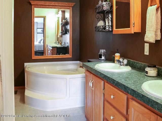 4970 Whittum Rd - Master Bath - 19