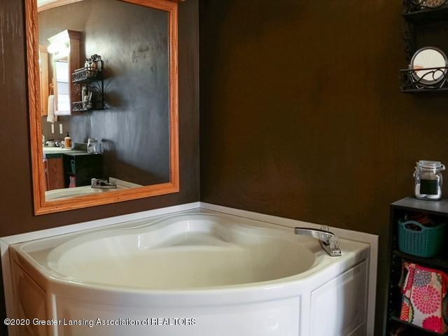 4970 Whittum Rd - Master Bath - 20