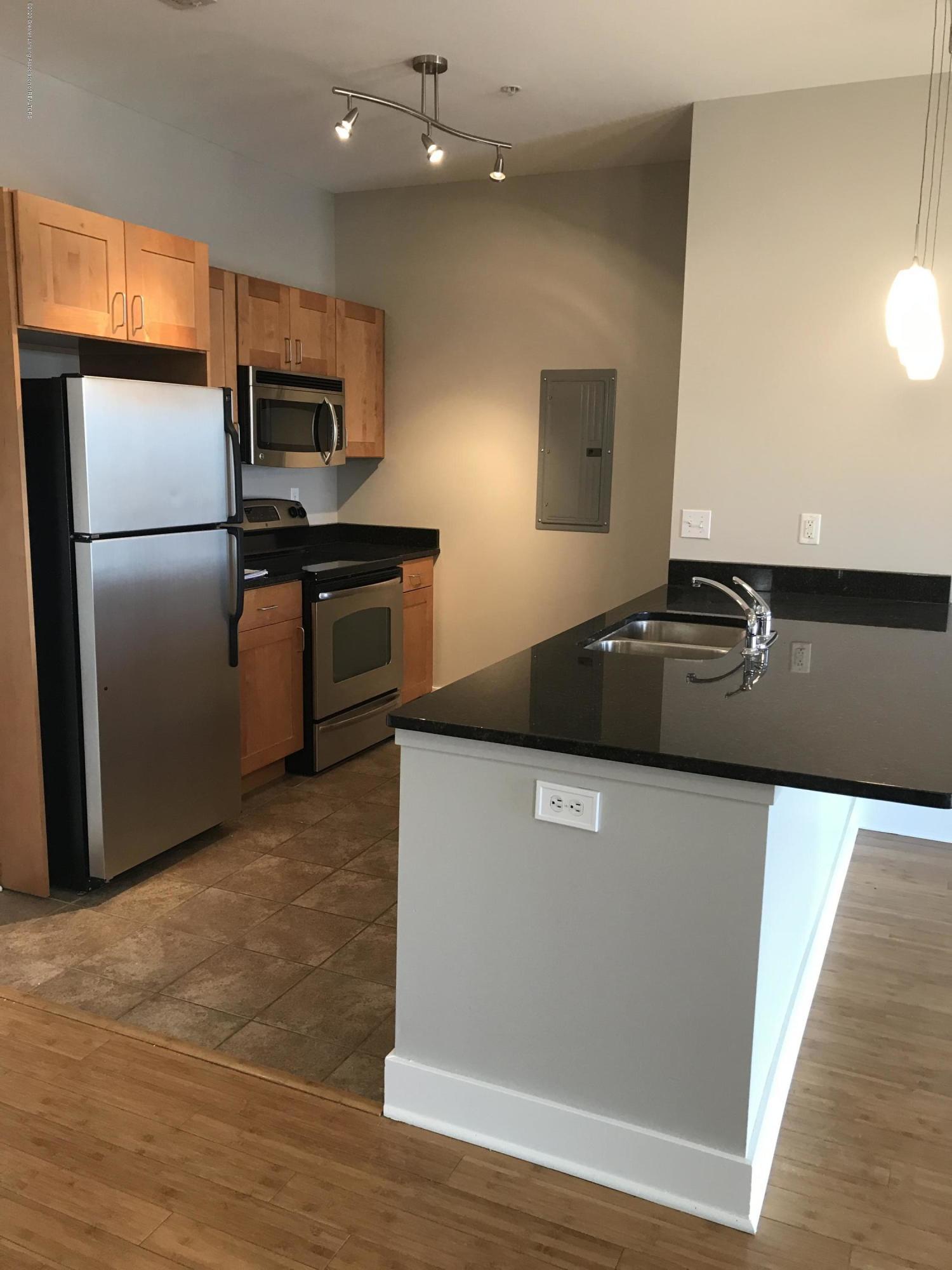 500 E Michigan Ave 407 - Kitchen - 5