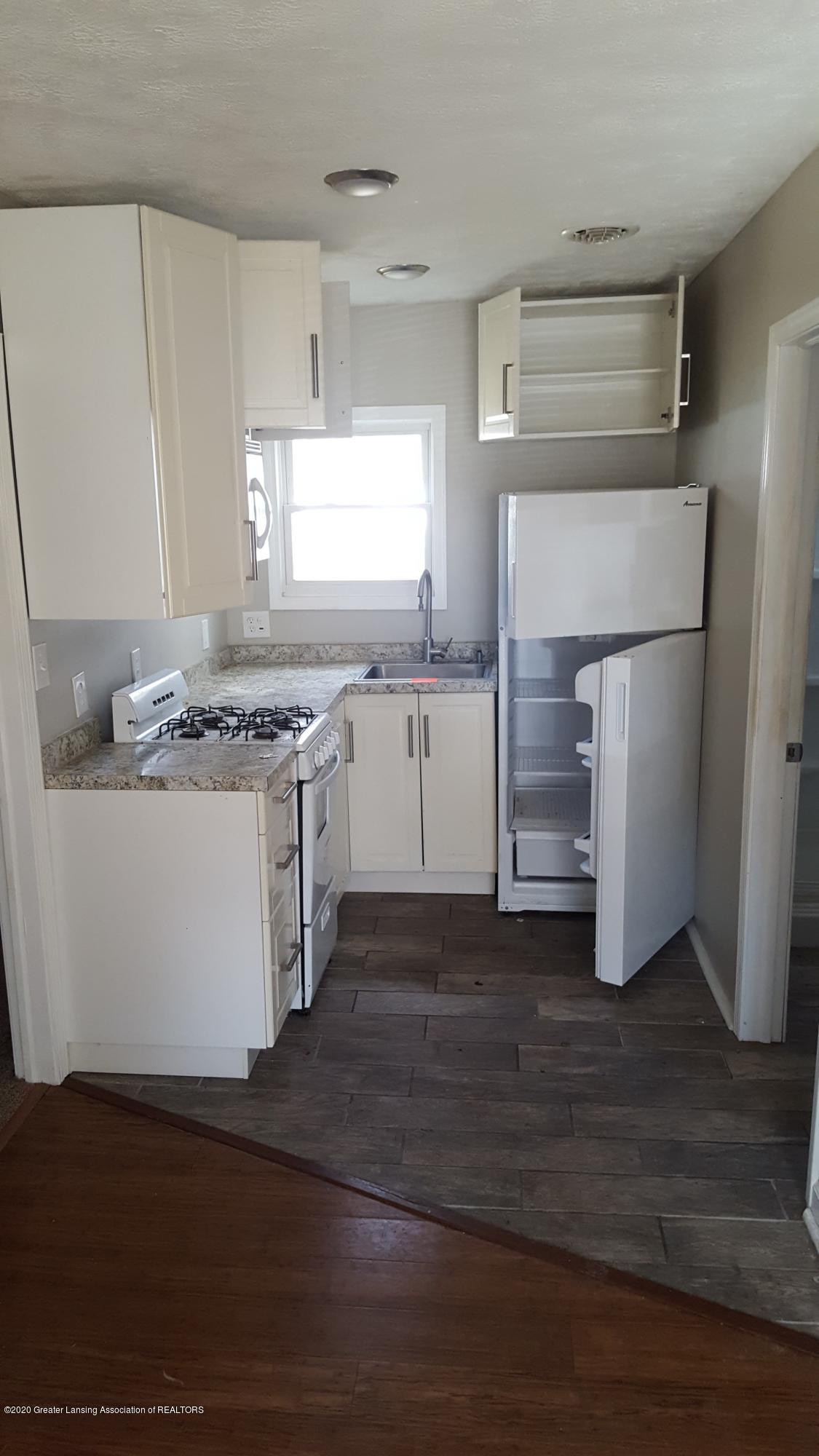 526 Clyde St - Kitchen - 6