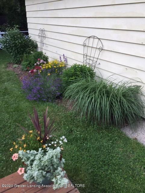 1667 Melrose Ave - Yard/Garden - 37