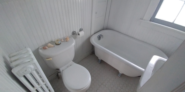 231 Horton St - Bathroom Upstairs-1 - 22