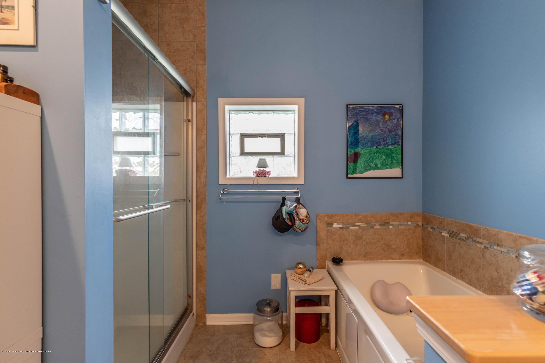 8740 N Scott Rd - Master Bath - 18