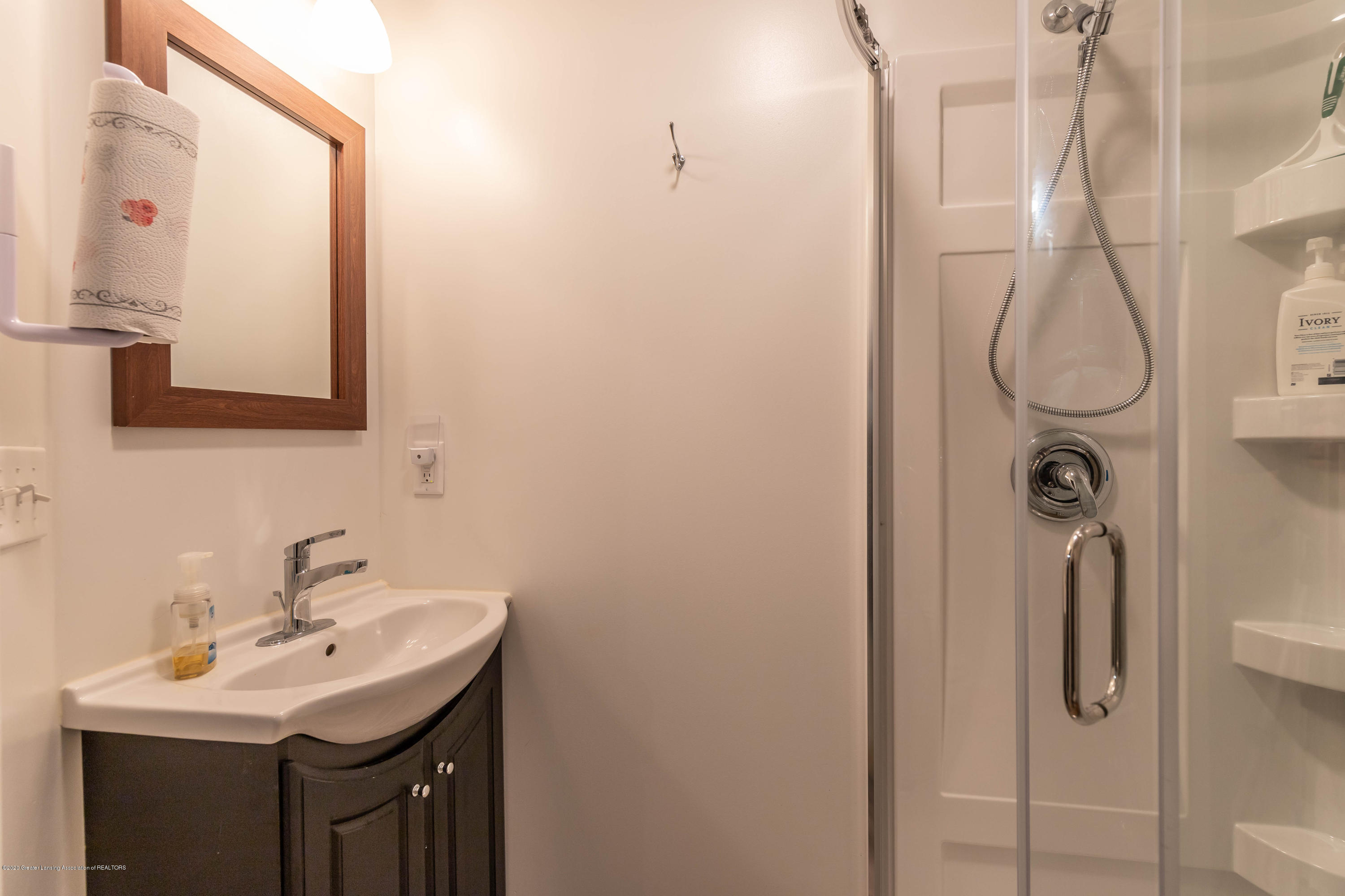 8740 N Scott Rd - Basement Bath - 32