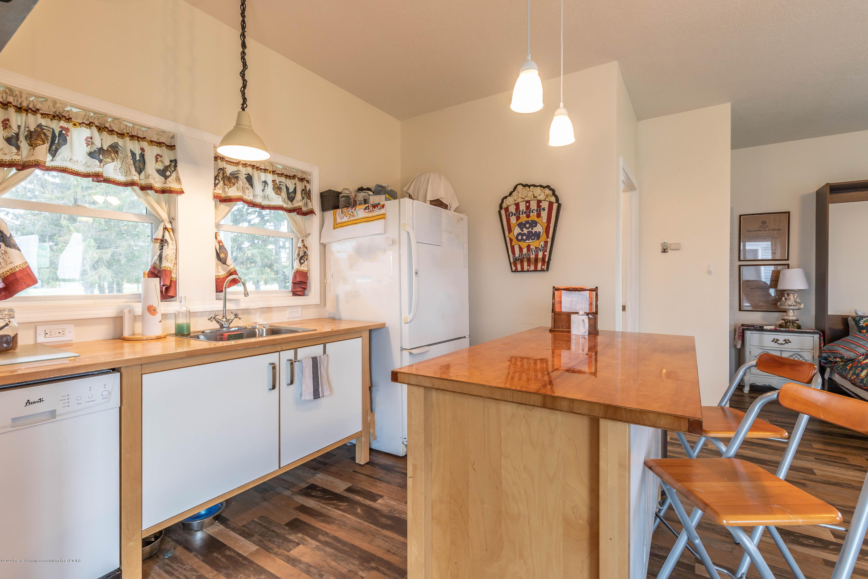 8740 N Scott Rd - Guest House Kitchen - 37