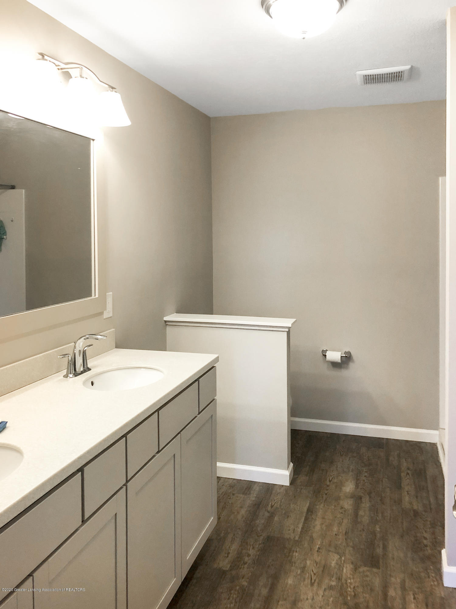5959 Boxwood Ave - Master Bathroom - 23