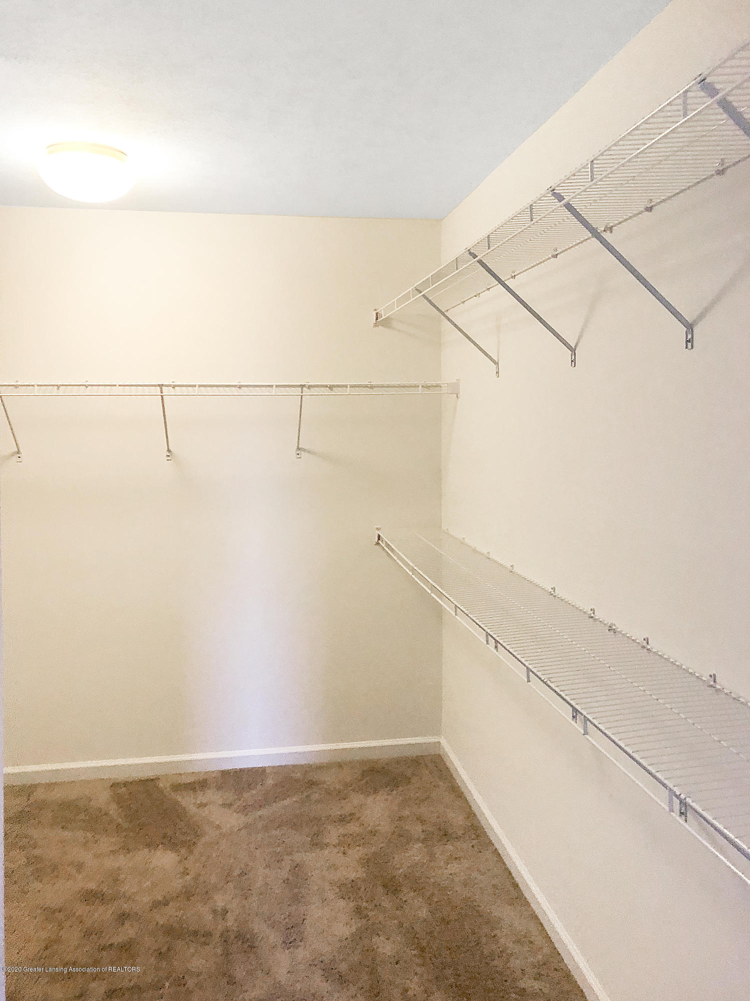 5959 Boxwood Ave - Walk In Closet - 25