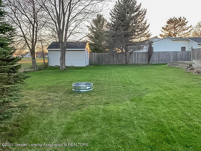 201 W Oak St - Back Yard - 25
