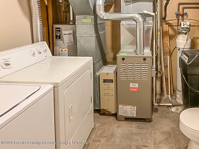 201 W Oak St - Utility Room - 19