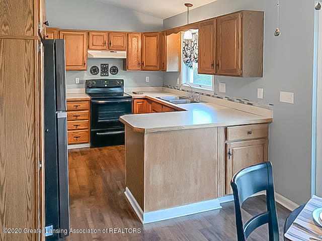 201 W Oak St - Kitchen - 5