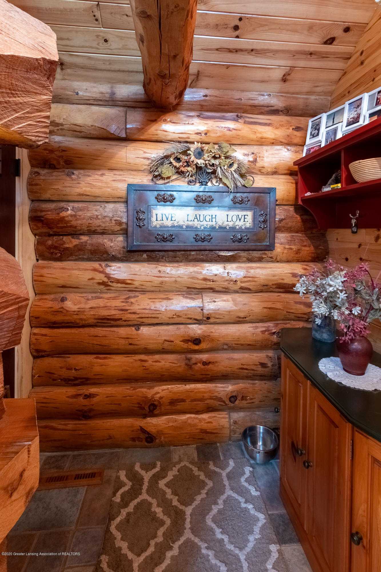 9648 W Wilbur Hwy - Gorgeous Log Home - 18
