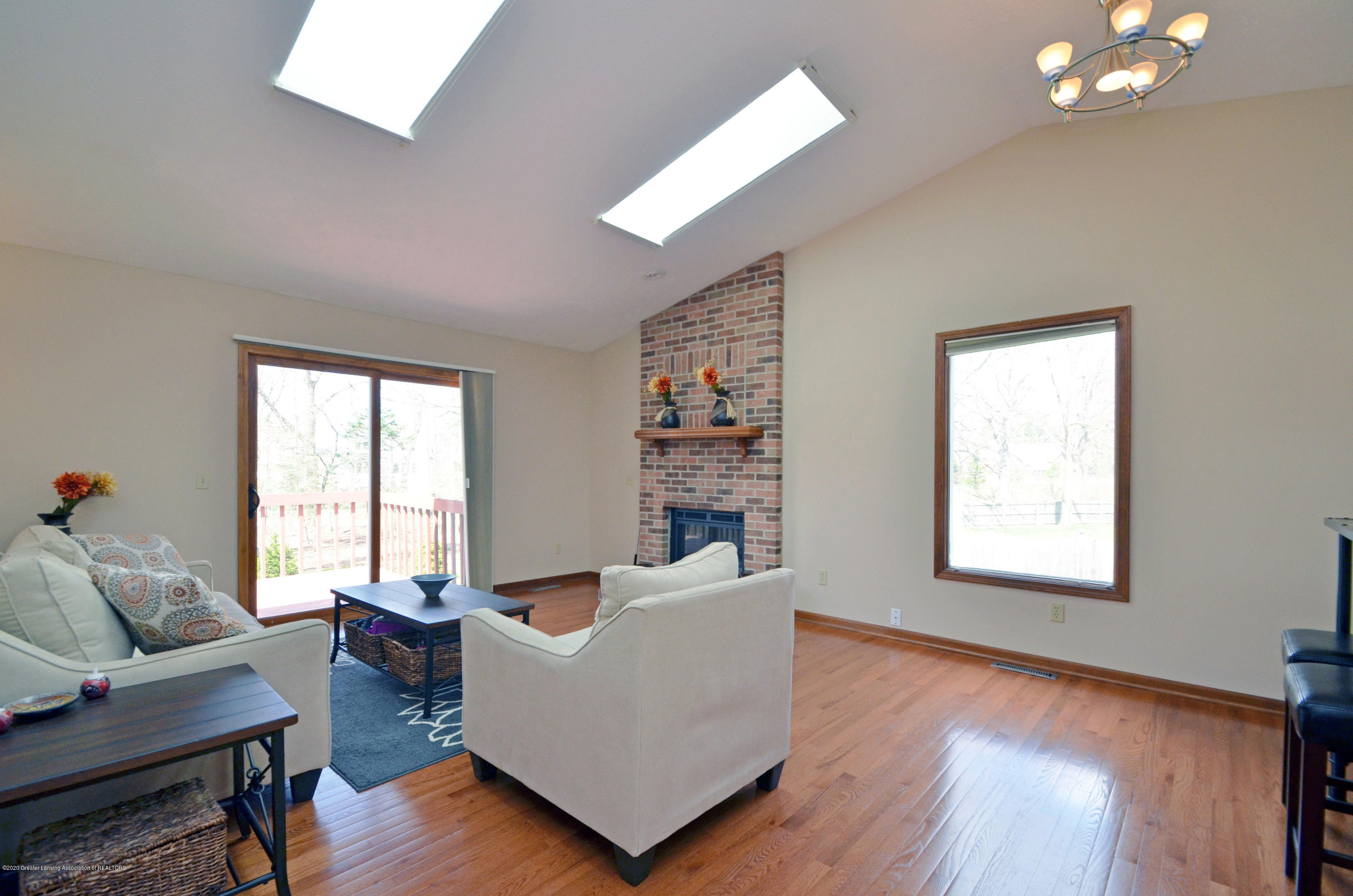 2473 Graystone Dr - Great Room - 5