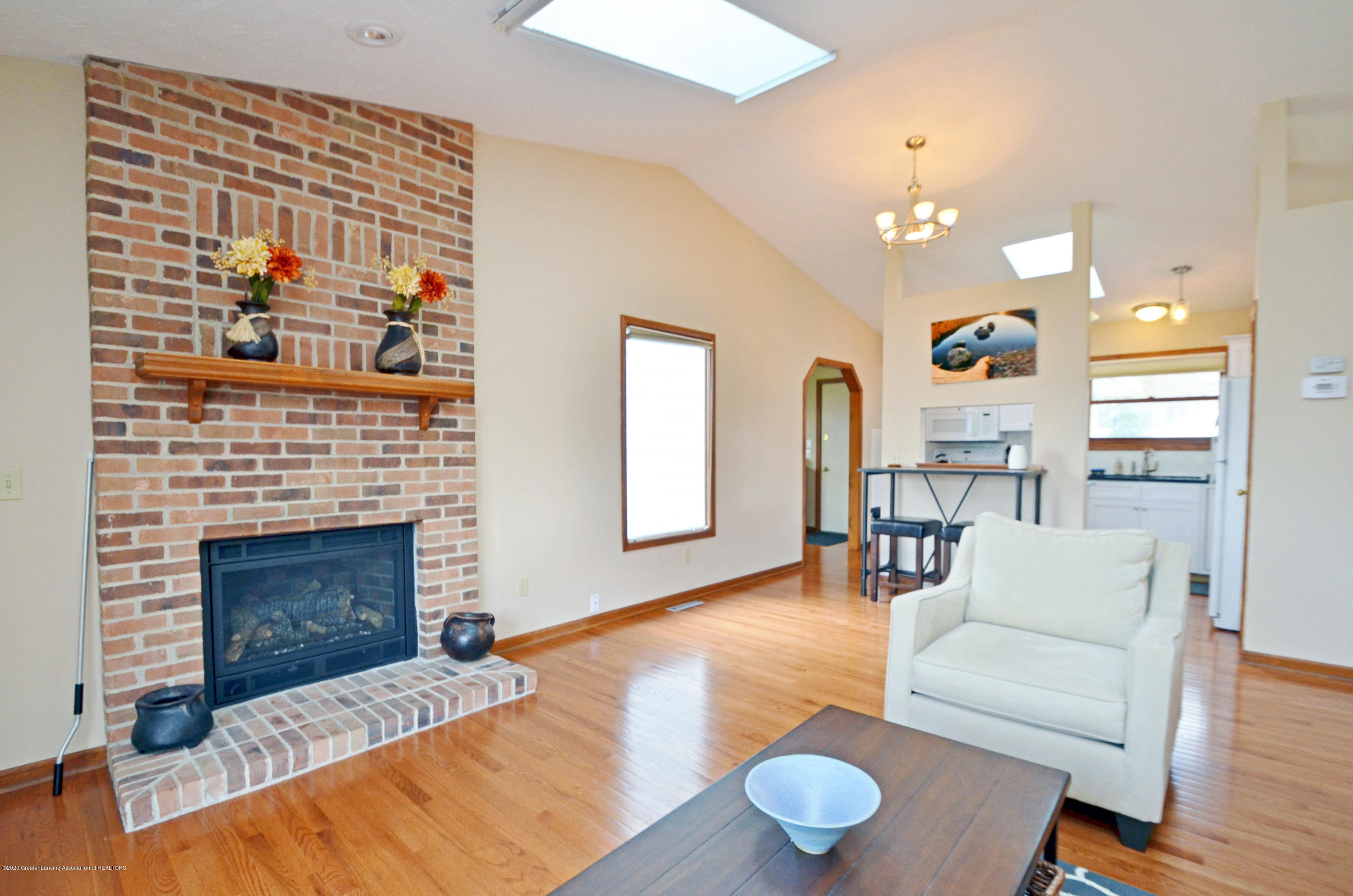 2473 Graystone Dr - Great Room - 7